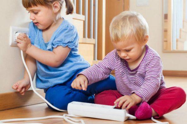 Как обеспечить безопасность детей в квартире