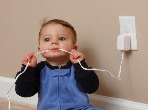 Провода для ребенка не безопасны!