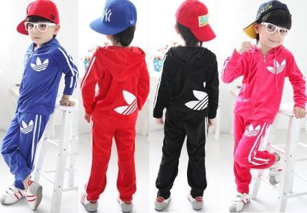 На фото дети в спортивной одежде.