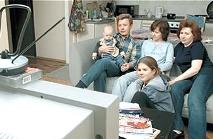 Семейный вечер у телевизора