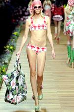 купальник бикини летом 2011