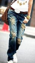 Рваные джинсы снова в моде