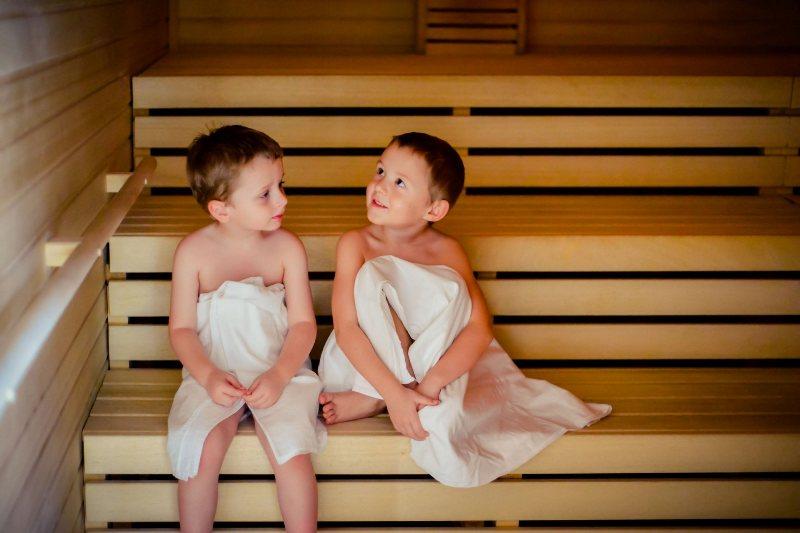 Многим детям нравится в сауне