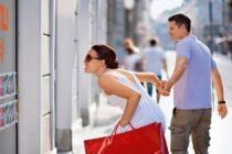 Должна ли жена покупать вещи мужу?