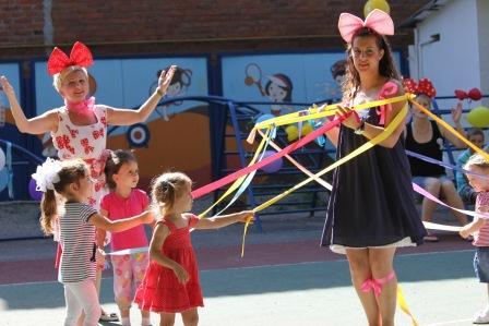 Развлекаем детей на празднике - варианты игр.
