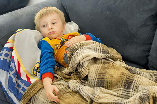 На фото ребенок, который заболел.