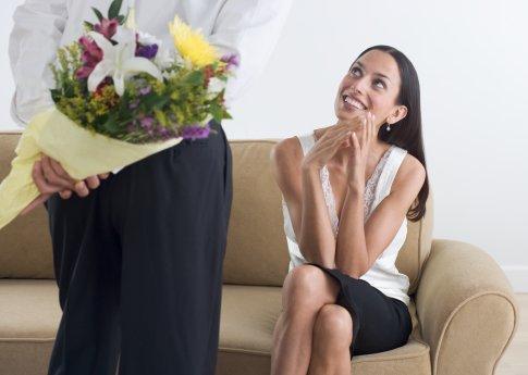 Какие цветы дарить жене