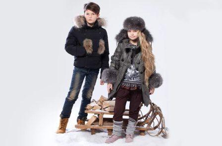 На фото дети в модной одежде.