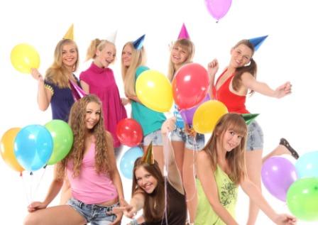 Что подарить девушке на праздник
