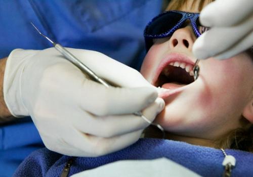 Если ребенок боится лечить зубы