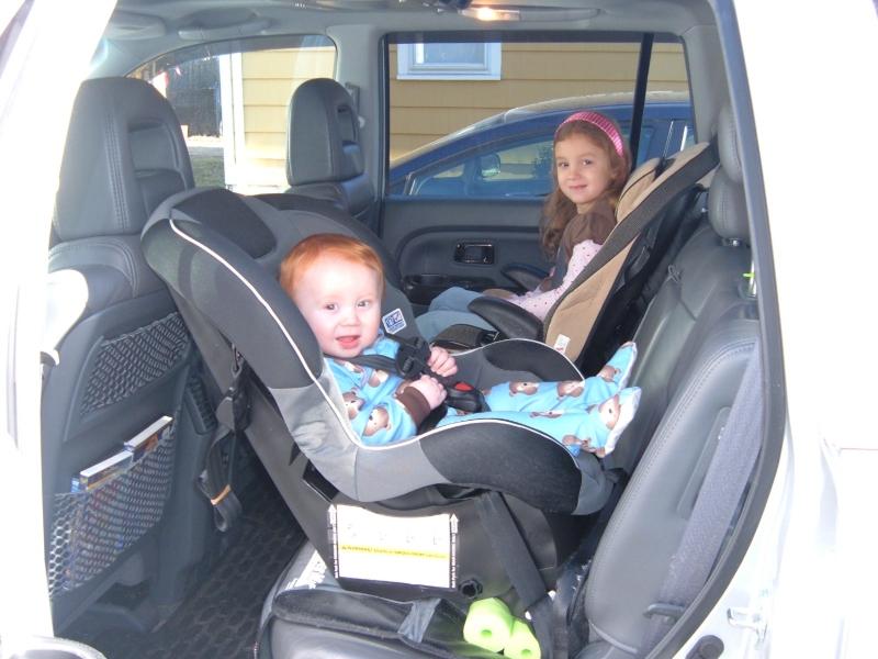 Как правильно возить ребенка в машине