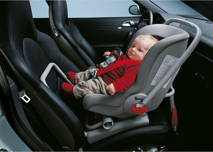 Правильно возить ребенка в машине