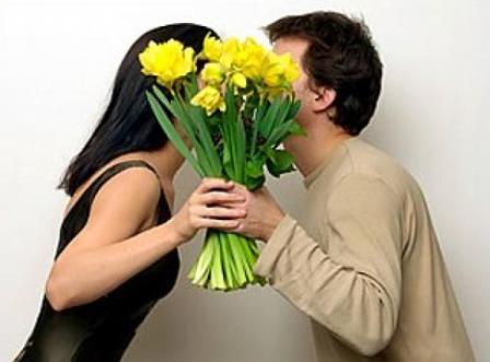 Какие цветы подарить жене на 8 марта