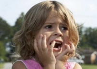 Почему ребенок боиться незнакомых