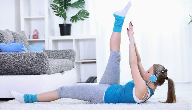 Домашний фитнес помогает держать тело в тонусе