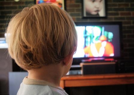 Почему дети любят смотреть мультики