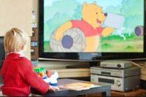 Почему дети любят смотреть мультики?
