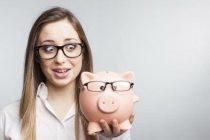 Женщине всегда не хватает денег, потому что она знает куда их можно потратить.