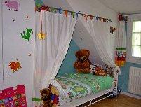 Как украсить детскую кровать