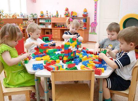 Чем занимаются дети в детском саду