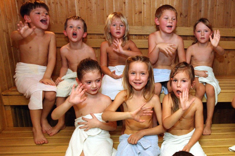Дети хорошо чувствуют себя в сауне