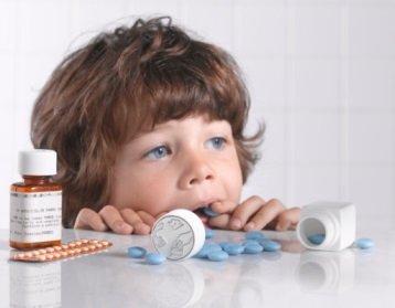 Когда ребенок отравился лекарствами что делать