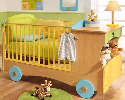 Уютная детская кровать для новорожденного