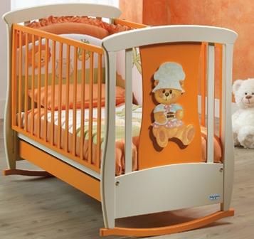 Уютная детская кровать