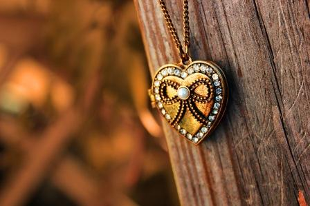Драгоценные подвески в форме сердца очаровательны