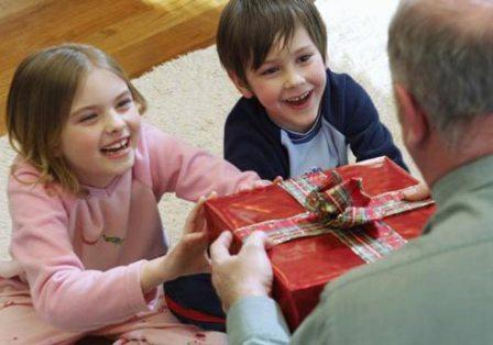 Как выбрать подарок для дедушки