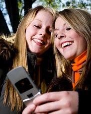 Какой телефон подарить подростку