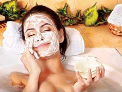 Маска для лица поможет спасти кожу лица в жаркую погоду.