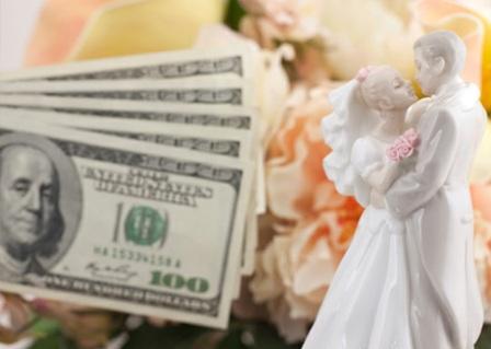 Сколько дарить молодоженам на свадьбу
