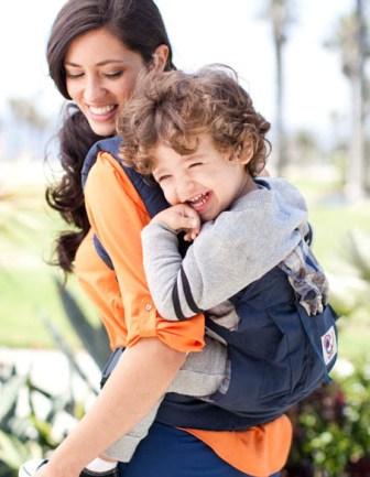Почему многие мамы пользуются слингами