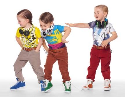 Важен ли цвет детской одежды