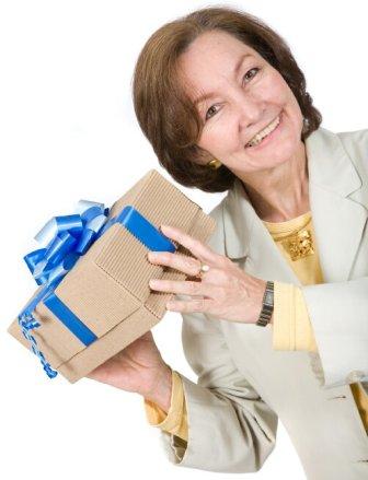 Какой подарок понравится маме?