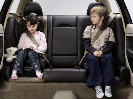Где должен сидеть ребенок в автомобиле?