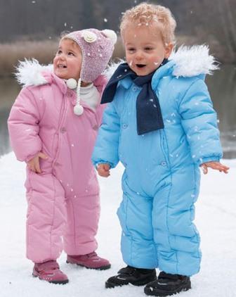 Удобная зимняя одежда для маленьких детей