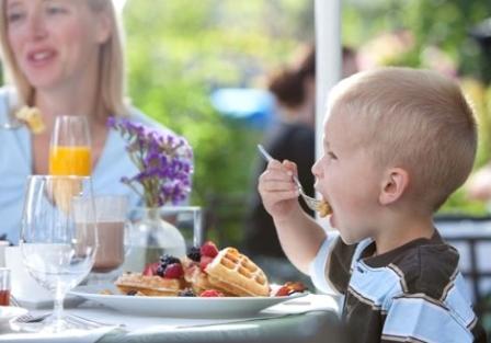 Чем накормить ребенка на завтрак?