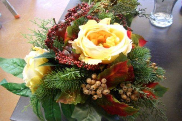 Букет цветов на Новый год может стать удивительным подарком.