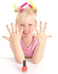 Как научить девочку ухаживать за руками?