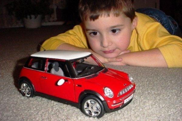 Машины для мальчиков - игрушки по возрастам
