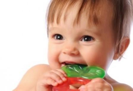 Как помочь ребенку когда режутся зубки?