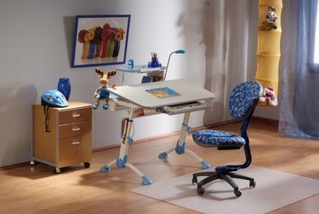 Современный письменный стол. Как организовать рабочее место ребенку.