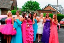 Сколько стоит выпускное платье для школьницы