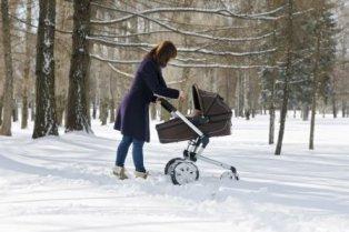 Выбирать коляску на зиму надо с умом