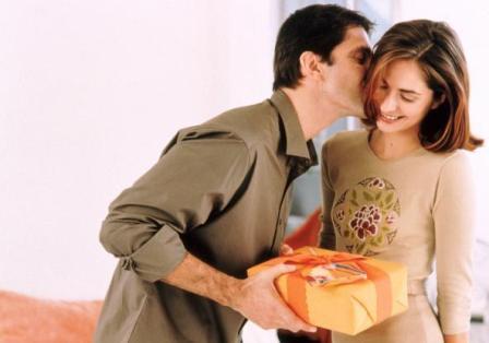 Что интересного подарить своей девушке?