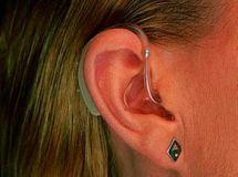Как выбрать слуховой аппарат для ребенка?