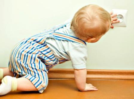 Первые шаги. Безопасность ребенка в доме.