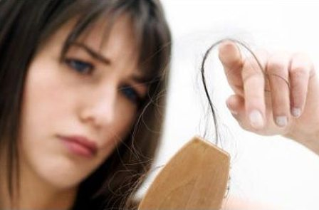 Почему у женщин выпадают волосы